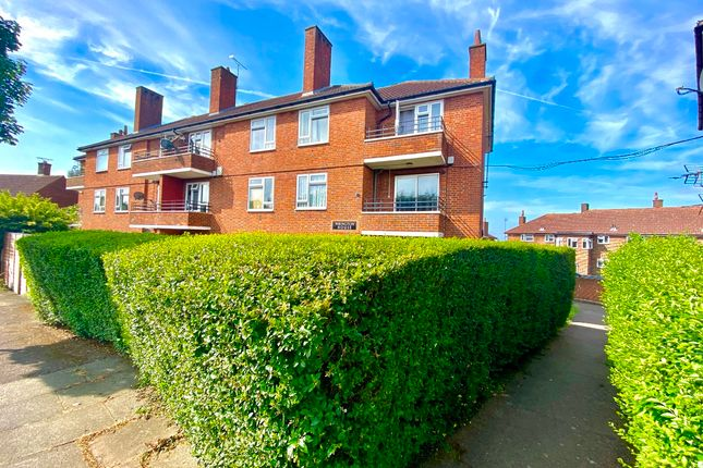 1 bed flat to rent in Redruth Road, Romford RM3