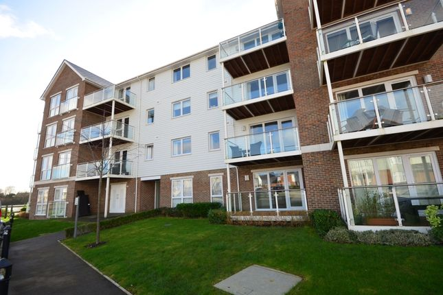 2 bed flat to rent in Willow Close, Snodland ME6