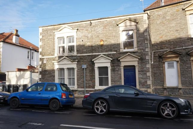 2 bed semi-detached house to rent in Cavendish Road, Henleaze, Bristol