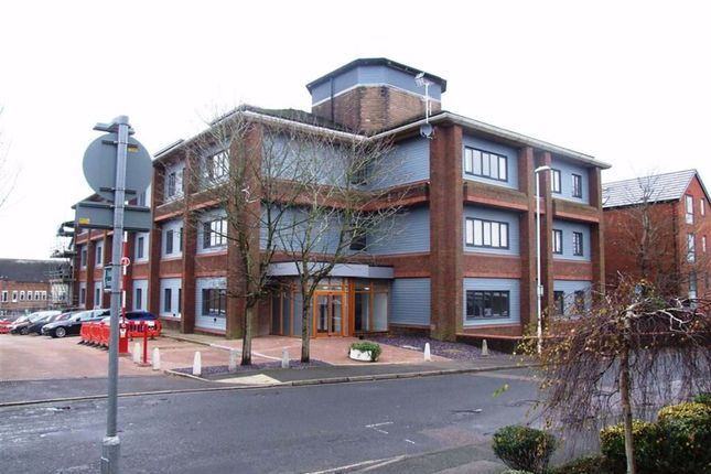 Thumbnail Flat to rent in Cantelupe Road, East Grinstead, West Sussex