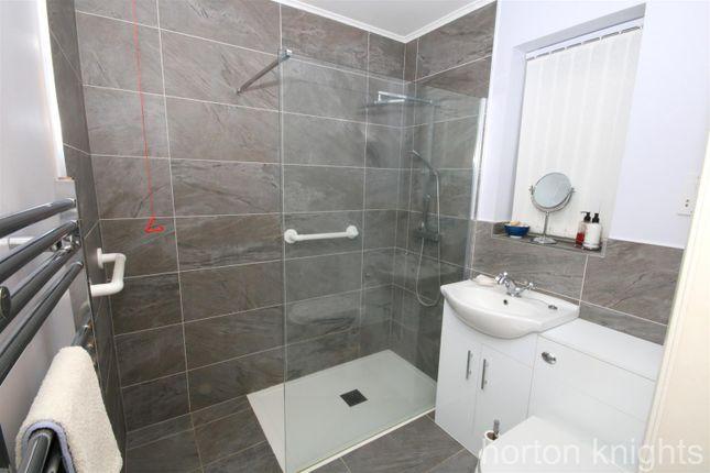 Bathroom of Moat Hills Court, Bentley, Doncaster DN5