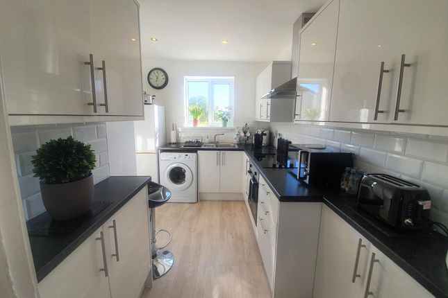 Thumbnail Flat to rent in Berry Road, Paignton