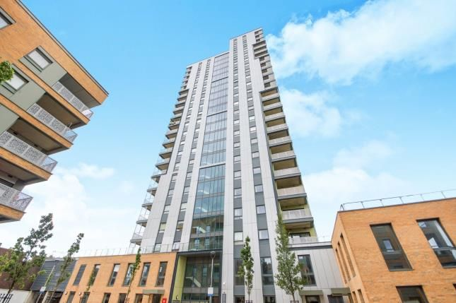 Thumbnail Flat for sale in Rivers Apartments, Cannon Road, Tottenham, London