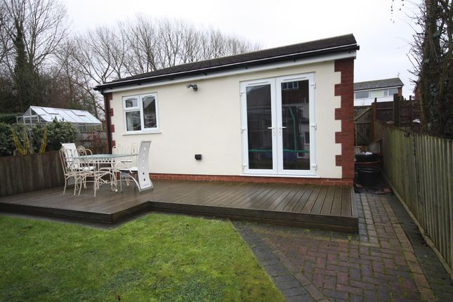 Thumbnail Bungalow to rent in Kinross Road, Leamington Spa