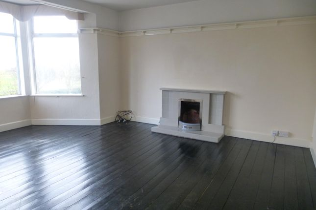 3 bed flat to rent in South Parade, Skegness