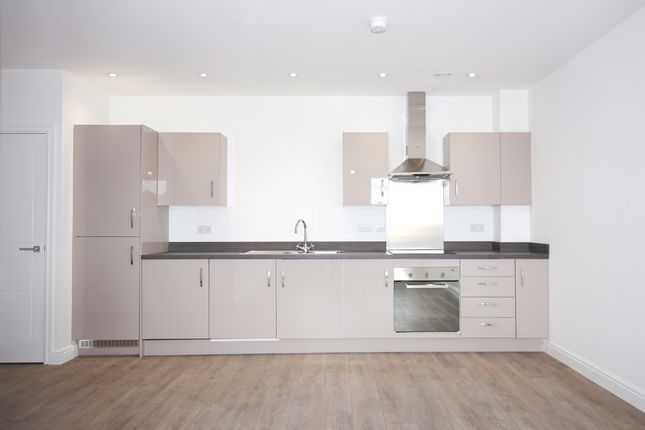 Thumbnail Flat to rent in Woodside Park, Rugby