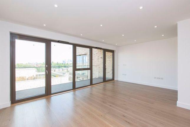 Studio to rent in Sirus House, Hemming Street, London E1