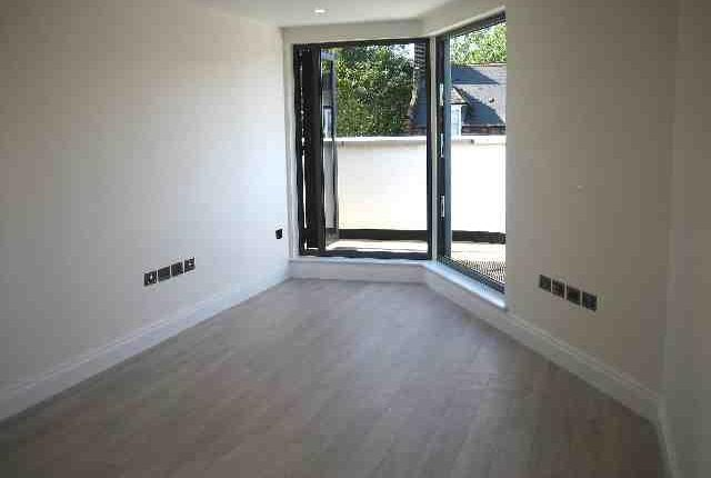 2 bed flat to rent in Highgate Road, London