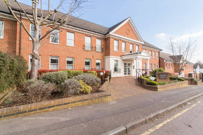 Thumbnail Flat for sale in Algers Road, Loughton