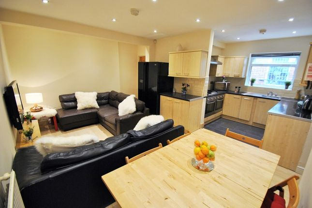 6 bed semi-detached house to rent in Parrs Wood Road, Didsbury, Manchester