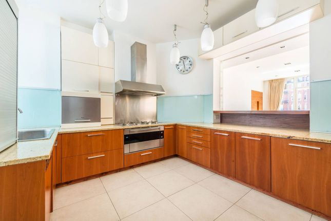 Thumbnail Flat to rent in Oakwood Court, Holland Park