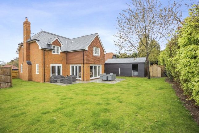 Thumbnail Country house for sale in Folletts Close, Oakley