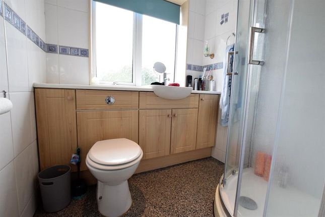 Bathroom of Woollin Avenue, Scunthorpe DN16