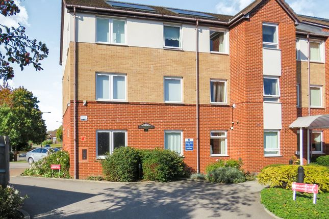 Thumbnail Flat for sale in Lucas Gardens, Luton