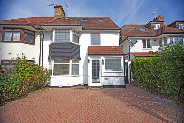Thumbnail Property to rent in The Vale, Golders Green