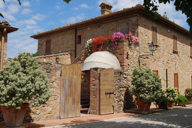 Thumbnail Villa for sale in Montepulciano, Montepulciano, Siena, Tuscany, Italy