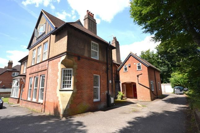1 bed flat to rent in Sutton Lodge, Clandon Road, Guildford