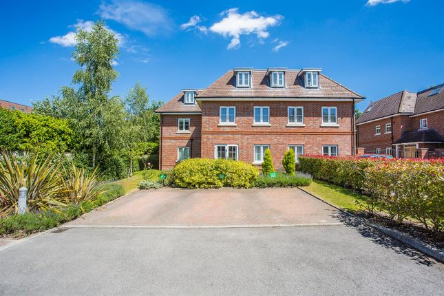 Thumbnail Flat to rent in 8 Hurley Close, Banstead