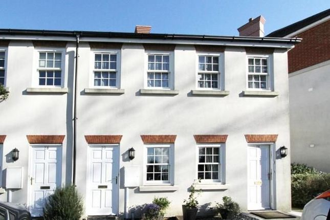 Thumbnail Flat for sale in Gawton Crescent, Coulsdon