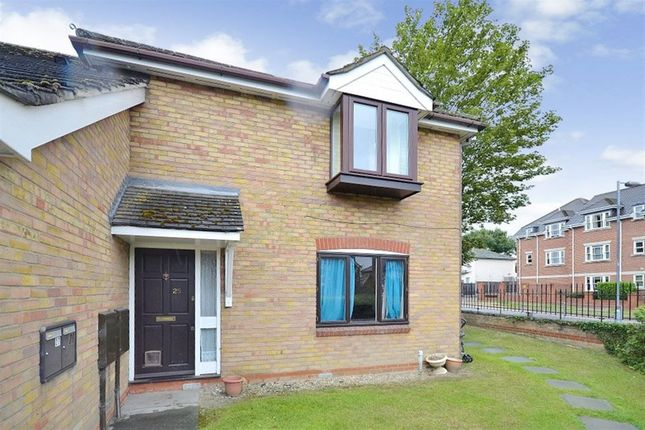 Thumbnail Flat to rent in Chester Place, Chester Place, Chelmsford