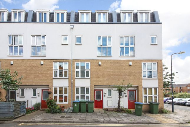 Thumbnail Terraced house for sale in Franklin Place, Lewisham
