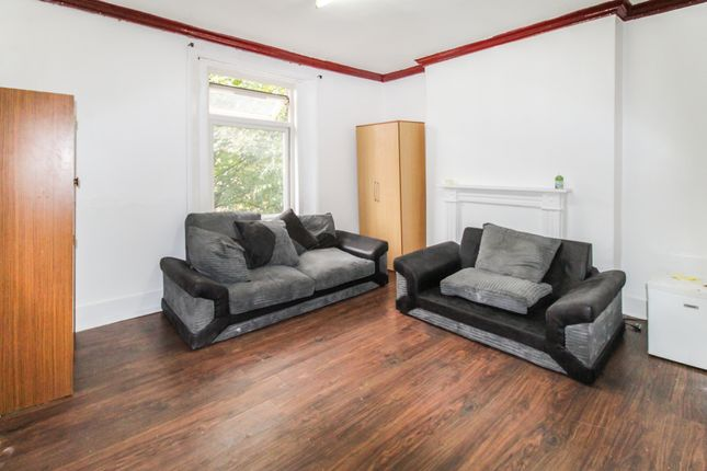 Thumbnail Flat to rent in Essex Road, London