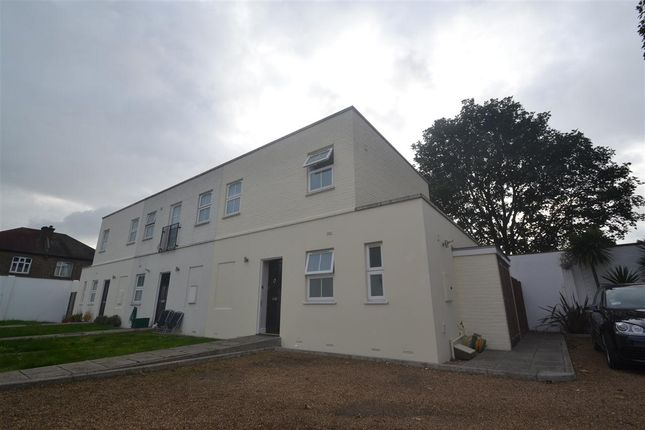 Town house to rent in Melrose Mews, Melrose Road, New Malden