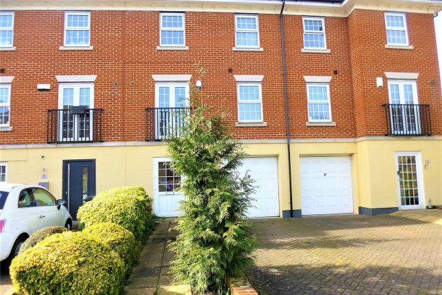 Thumbnail Town house to rent in Teal Way, Nash Mills, Hemel Hempstead, Hertfordshire