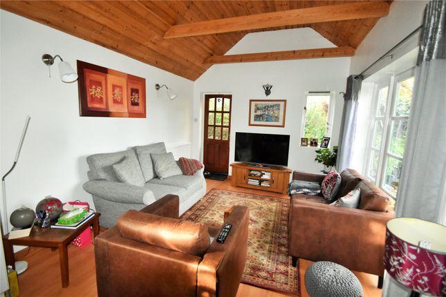 Annex Lounge of Waynflete Avenue, Croydon CR0