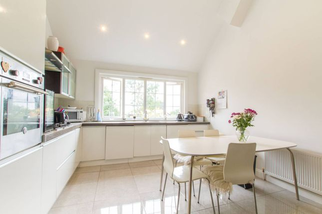 Thumbnail Flat for sale in Hoppers Road, Winchmore Hill