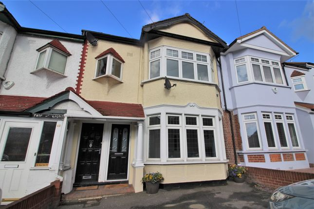 Thumbnail Flat for sale in Kings Head Hill, Chingford