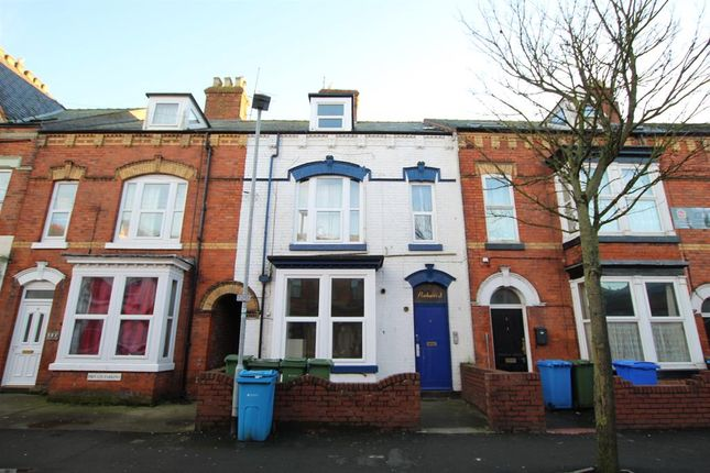 2 bed flat to rent in Marshall Avenue, Bridlington YO15