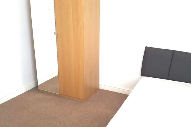 Room to rent in New Cross Street, Salford