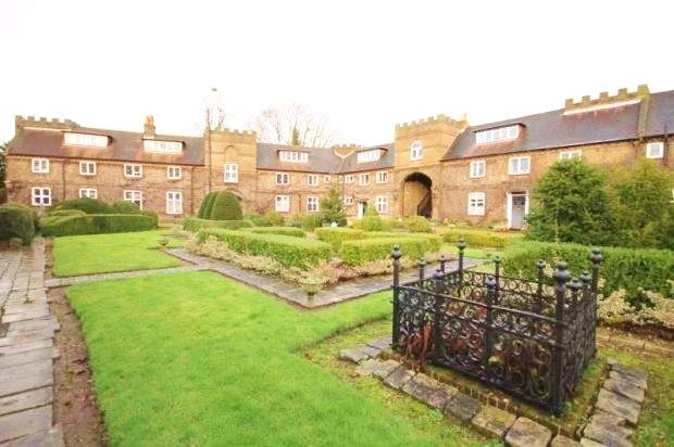 Thumbnail Property to rent in Tudor Court Castle Way, Feltham, Middlesex