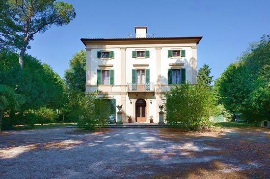 5 bed detached house for sale in Treia, Treia, Macerata, Marche, Italy