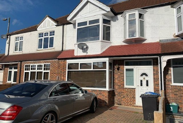 Thumbnail Terraced house to rent in Meadow Close, London