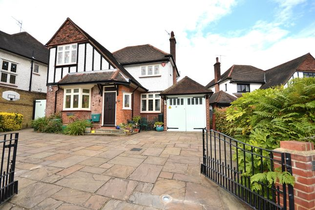 Thumbnail Detached house for sale in Parkway, Southgate