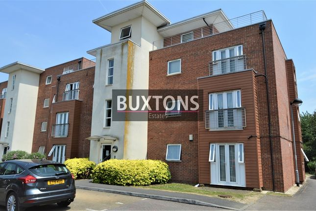 Thumbnail Flat to rent in Hawkes Close, Langley, Slough, Berkshire.