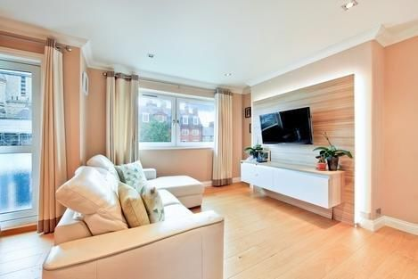 Thumbnail Flat for sale in Grove Street, London