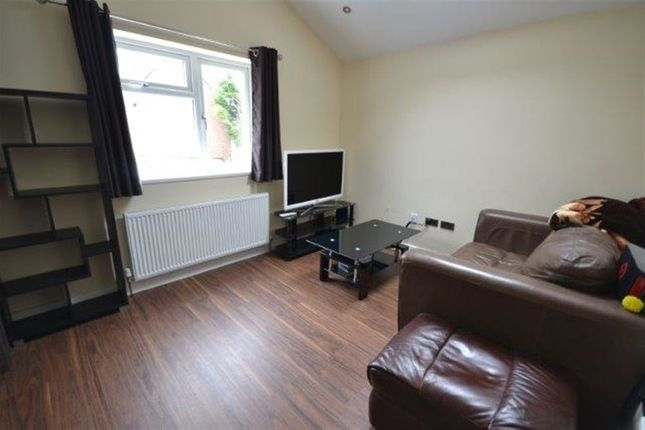 Thumbnail Flat to rent in Westbury Road, Knighton Fields, Leicester