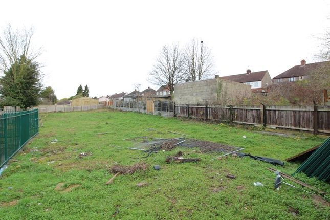 Thumbnail Property for sale in Oakley Road, Leagrave, Luton