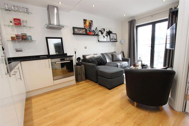 Thumbnail Flat to rent in Swan Court, Waterhouse Street, Town Centre, Hemel Hempstead