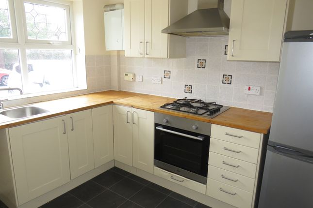 Fitted Kitchen: of Oakden Close, Bramshall, Uttoxeter ST14