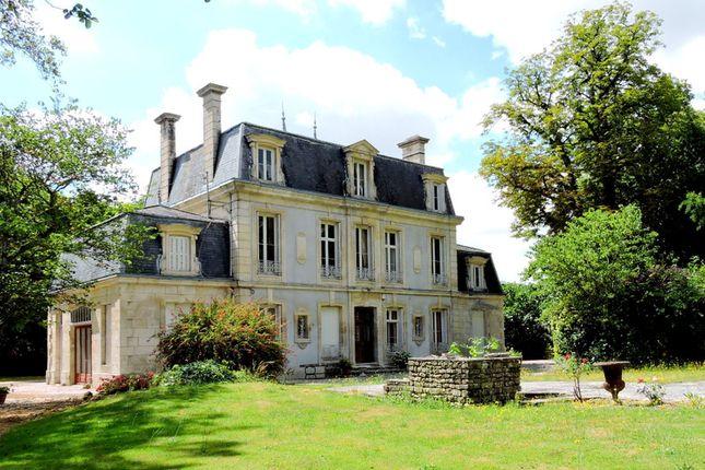 Thumbnail Villa for sale in Surgeres, Charente-Maritime, Nouvelle-Aquitaine