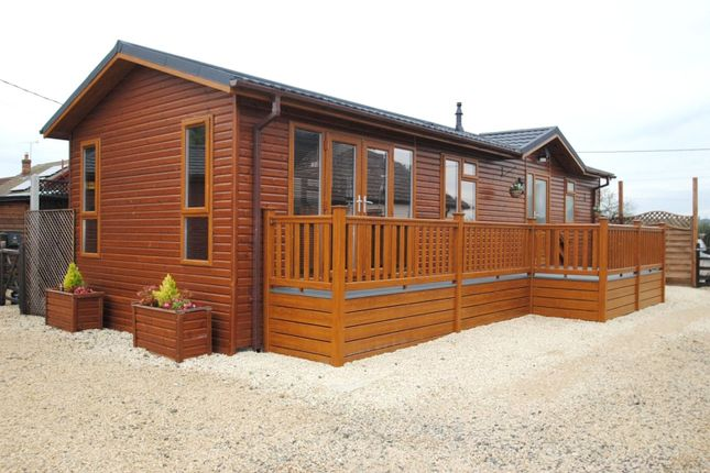 Thumbnail Mobile/park home for sale in The Retreat, Southwold Lodge, St. Marys Lane, North Ockendon, Upminster