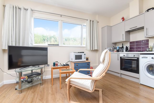 Studio to rent in Harcourt House, Cotswold Dene, Standlake