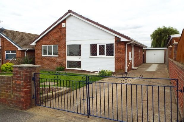 Thumbnail Bungalow to rent in Hollingthorpe Road, Hall Green, Wakefield