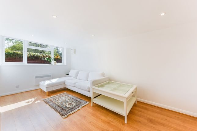 1 bed property to rent in Richmond Road, London SW20