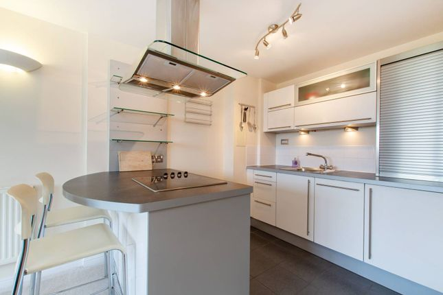 Thumbnail Flat for sale in Aspects, Sutton