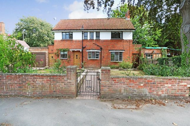 2 bed detached house to rent in Walpole Road, Surbiton KT6